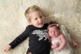Fotograaf Roosendaal, newborn shoot met broertje