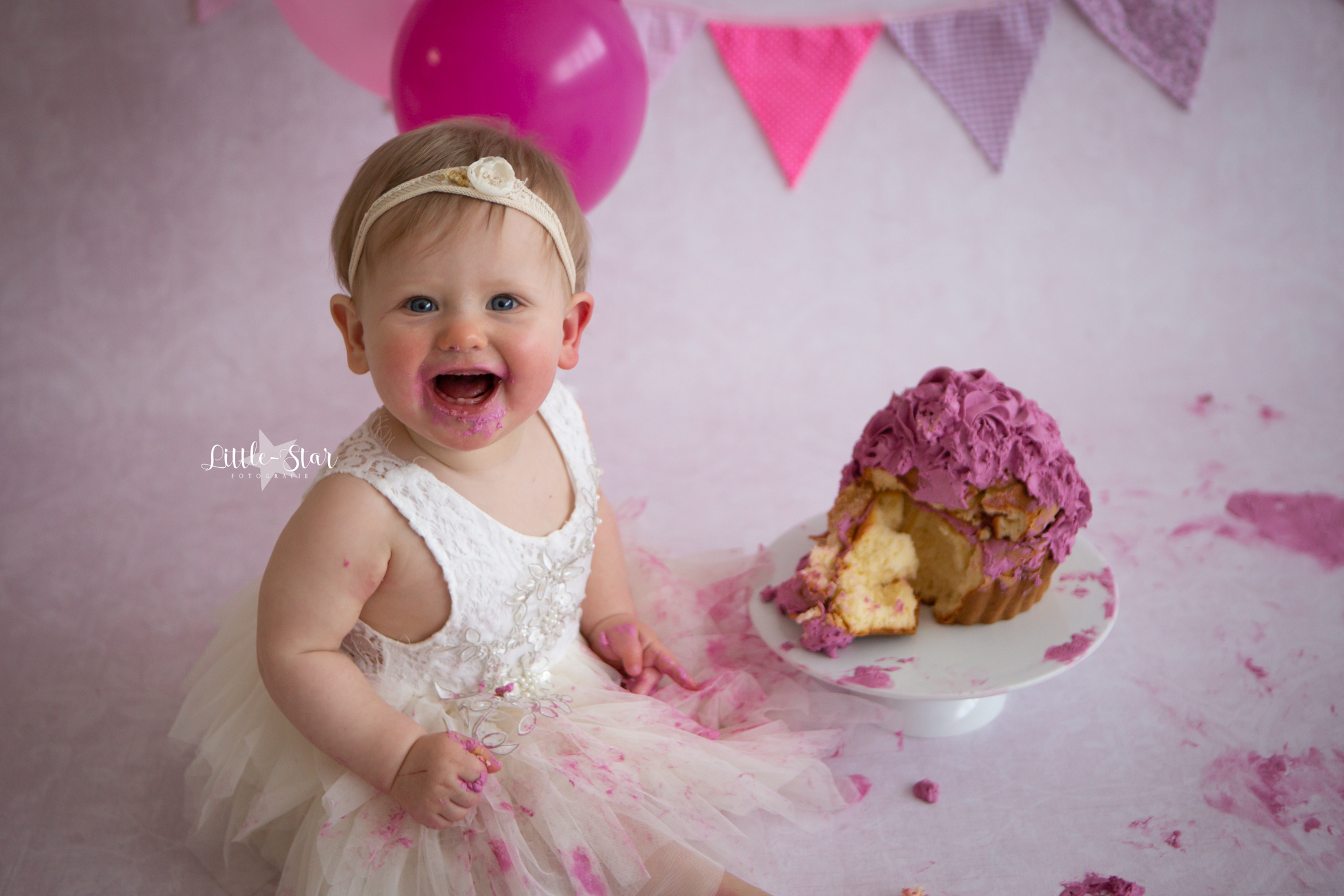Cake smash fotoshoot Pip uit Zundert (1 of 1)